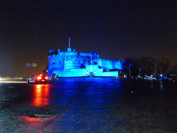 edinburgh-castle-in-blue-2015