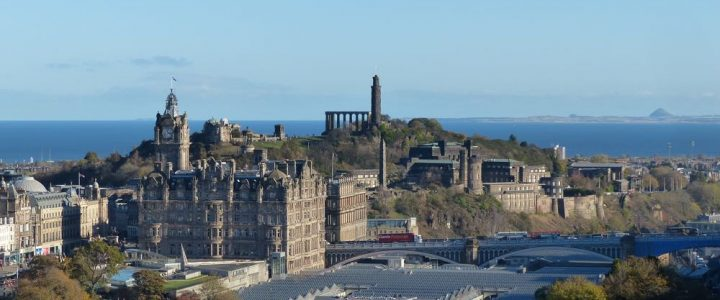 Waverley Station – Edinburgh City Breaks